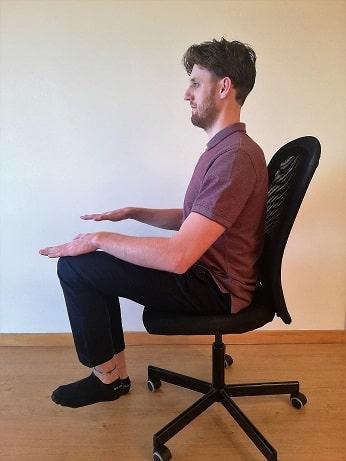 core-exercises-in-chair-knee-raise-left